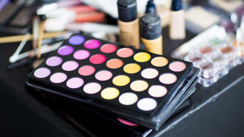 8 astuces pour faire tenir son maquillage quand il fait chaud
