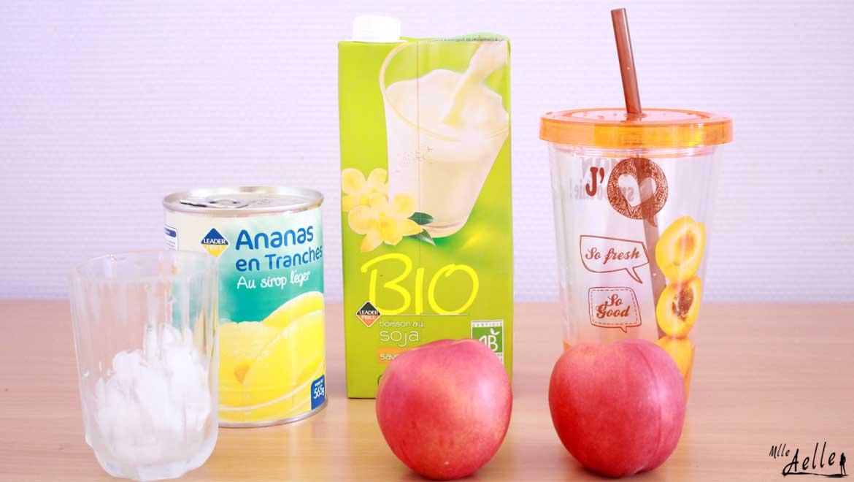 Smoothie frais et fruité ananas-nectarine