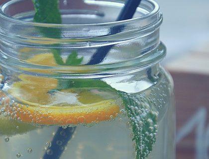Limonade fait-maison à la menthe fraîche
