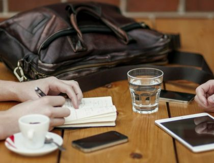 Quelle gestuelle adopter au travail ?