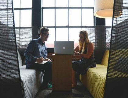 Le travail, un moyen de trouver un partenaire durable ?