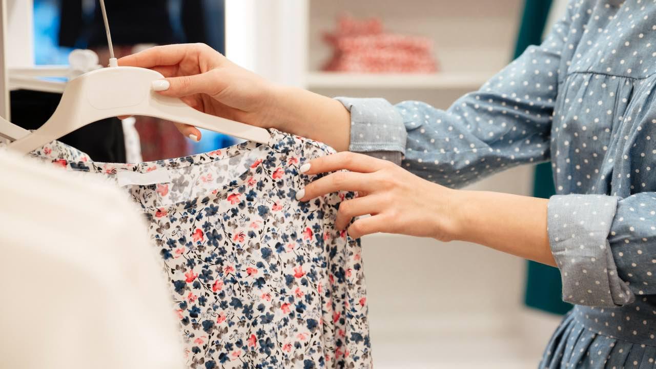 Comment bien s'habiller sans dépenser beaucoup d'argent