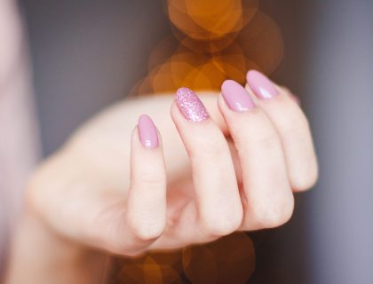 Ongles gel rose pourpre